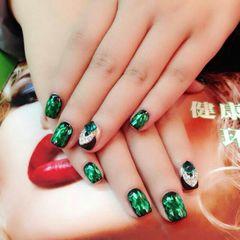 光疗绿色黑色方形亮片甲美甲图片