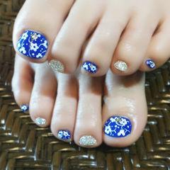 蓝色绿色脚手绘显白宝蓝色清新小花美甲图片