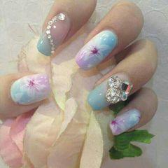 方圆形粉色蓝色简约渐变喷出来的百合花,美不?美甲图片