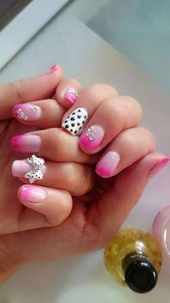 方圆形粉色白色可爱渐变点点蝴蝶结永远都是我的最爱美甲图片