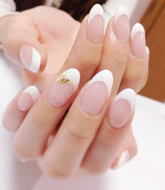 裸色白色金色简约新娘法式圆形超级好上手的一款法式美甲图片