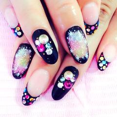 黑色粉色裸色渐变手绘彩钻法式圆形无尽的星空美甲图片