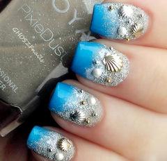 蓝色银色日式渐变可爱方圆形银色沙滩和蓝色海洋美甲图片