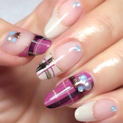 紫色白色黑色法式简约尖形贵气的巴宝莉格子美甲款美甲图片