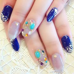 蓝色灰色日式圆形很特别的日系宝石甲款美甲图片