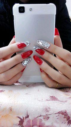 圆形红色银色新娘简约妩媚的大红……美甲图片