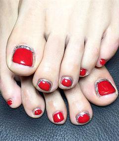 红色新娘简约圆形足部新娘甲,最重要的日子脚也要美美哒美甲图片