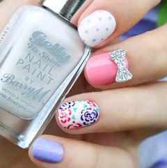 白色手绘圆形紫色粉色甜美玫瑰款美甲图片