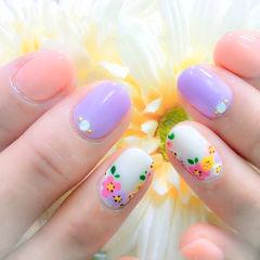 手绘白色粉色紫色圆形粉嫩野花款美甲图片