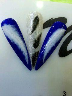 尖形蓝色银色白色手绘手绘羽毛美甲图片
