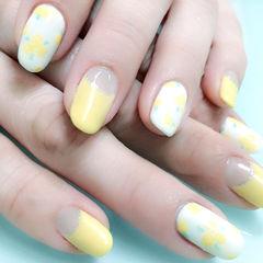白色黄色手绘圆形清新淡黄小花款美甲图片
