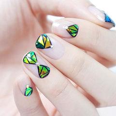 绿色日式简约方圆形闪耀钻石美甲图片