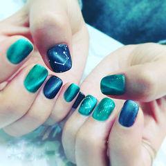 蓝色绿色星空方圆形猫眼美甲图片