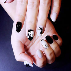 白色黑色钻简约圆形美甲图片