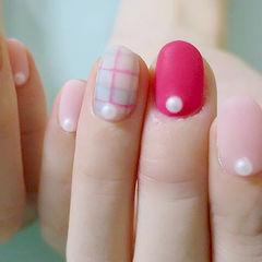 粉色春天圆形格纹美甲图片