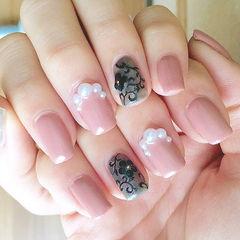 裸色黑色方圆形蕾丝花朵熟女款专题珍珠美甲图片