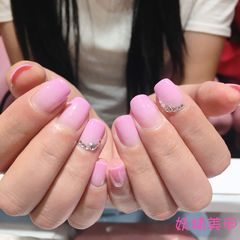 方圆形简约渐变粉色美甲图片