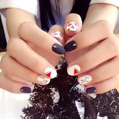 圆形手绘韩式红色蓝色白色韩系.手绘.磨砂.铆钉美甲图片