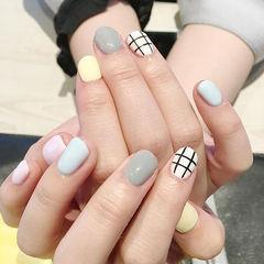 简约方圆形白色灰色蓝色方格美甲图片