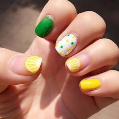 方圆形手绘黄色绿色夏天美甲图片