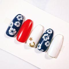 圆形简约手绘红色蓝色白色花朵seasand美甲图片