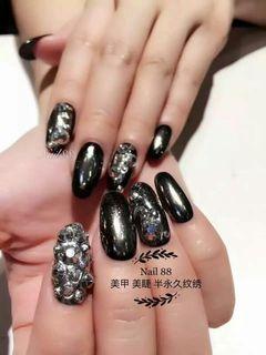 尖形银色黑色灰色日式手绘钻饰美甲图片