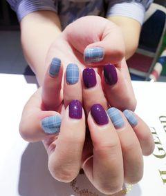 方圆形简约韩式紫色白色蓝色格纹美甲图片