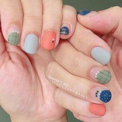 圆形日式绿色蓝色橙色格纹法式磨砂和风感美甲图片