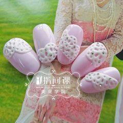 圆形紫色白色日式雕花美甲图片