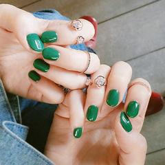 简约绿色圆形纯色绿色系美甲美甲图片