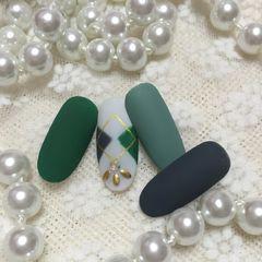 圆形简约手绘绿色白色磨砂菱格秋冬大花花美甲工作室美甲图片