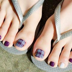 脚格纹紫色手绘美甲图片