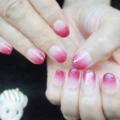 圆形粉色渐变简约美甲图片