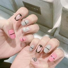 方形粉色黑色韩式线条美甲图片