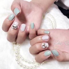 方圆形简约日式绿色灰色条纹钻饰美甲图片
