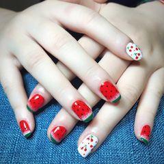 方圆形可爱手绘红色白色夏天水果西瓜陆良环球美甲小店美甲图片