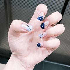 蓝色手绘线条韩式美甲图片