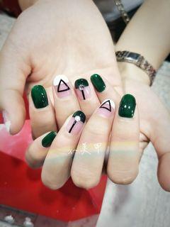 圆形绿色白色裸色简约手绘法式钻三角简约百搭款美甲图片
