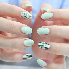 圆形绿色手绘树叶夏天美甲图片