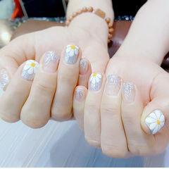 方形白色银色手绘法式花朵雏菊店铺热门爆款美甲图片