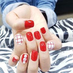 方圆形红色白色格纹珍珠美甲图片