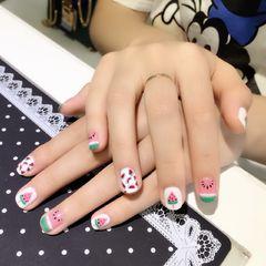 圆形粉色白色手绘西瓜水果夏天美甲图片