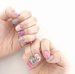 方圆形粉色灰色手绘韩式表情可爱反法式美甲图片