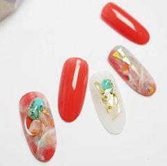圆形日式手绘红色绿色白色晕染金属饰品美甲图片