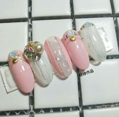 圆形日式渐变粉色银色白色珍珠金属饰品贝壳粉,晕染,金属饰品,钻,日式美甲图片