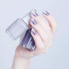 圆形紫色灰色渐变简约美甲图片