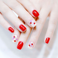 方圆形红色新娘心形亮片金箔美甲图片
