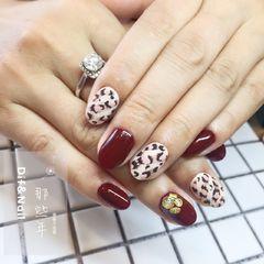 圆形日式手绘红色白色豹纹金属饰品美甲图片
