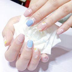 方圆形日式手绘蓝色粉色白色花朵雏菊雏菊美甲洋芋不说你懂什么美甲图片