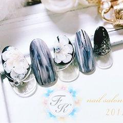 圆形黑色白色晕染手绘花朵法式日式美甲图片
